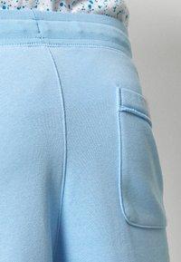 Nike Sportswear - M NSW HE FT ALUMNI - Shorts - psychic blue/sail - 3