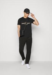 Emporio Armani - T-shirt print - black - 1