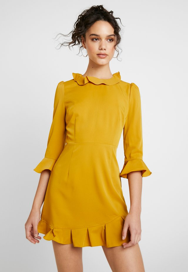 PRINTED RUFFLE DRESS - Day dress - mustard