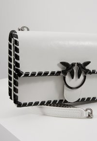 Pinko - LOVE CLASSIC TWIST VINTAGE - Across body bag - bianco/nero - 6