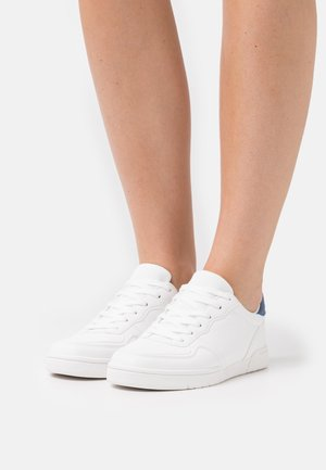 WIDE FIT SOPHIA HERITAGE TRAINER - Sneakers basse - white/blue/red