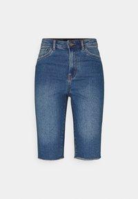 Vero Moda Tall - VMLOA FAITH  - Shorts di jeans - medium blue denim - 0