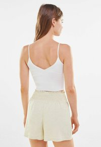 Bershka - Shorts - offwhite - 2