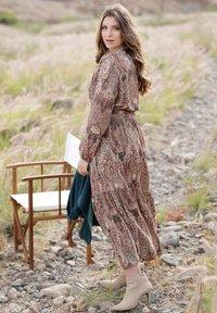 Sara Lindholm - WEB - Maxi dress - braun/smaragd - 2