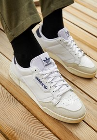 adidas Originals - CONTINENTAL 80 SPORTS INSPIRED SHOES UNISEX - Matalavartiset tennarit - footwear white/collegiate navy/offwhite - 2