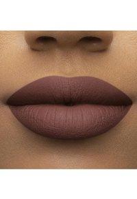 Too Faced - MELTED MATTE LIQUIFIED MATTE LONG WEAR LIPSTICK - Liquid lipstick - finesse - 3