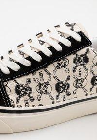 Vans - ANAHEIM OLD SKOOL 36 DX UNISEX - Skate shoes - black/white - 5