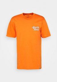 PICNIC IN PARIS - Print T-shirt - hokkaido