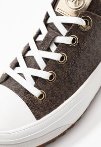 MICHAEL Michael Kors - KEEGAN LACE UP - Sneakersy niskie - brown - 2