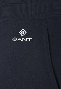 GANT - LOCK UP PANTS - Joggebukse - evening blue - 2