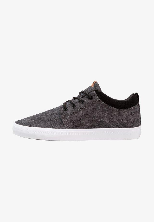 CHUKKA - Scarpe skate - black