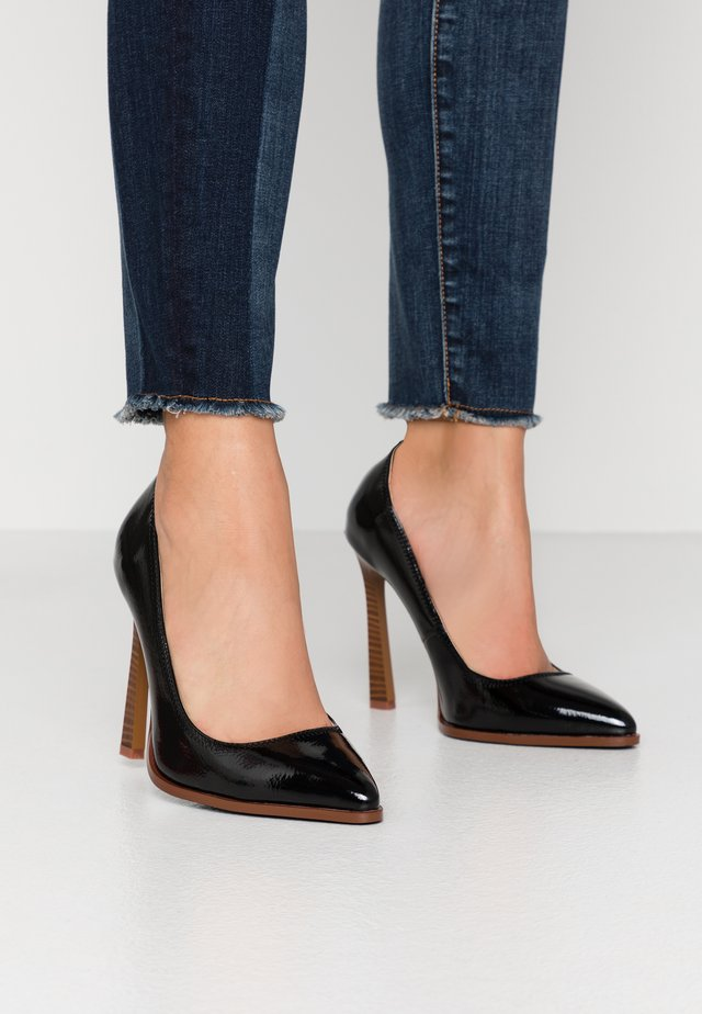 WIDE FIT UNA - Klassiska pumps - black