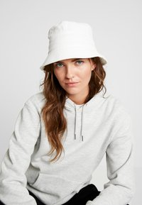 Object - Cappello - white sand - 1