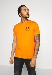 YOURTURN - T-shirt med print - orange - 2