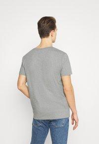 GANT - 1949 CREST  - T-shirt med print - grey melange - 2