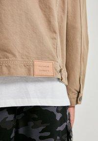PULL&BEAR - Džínová bunda - mottled brown - 4