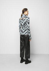 Proenza Schouler White Label - SHEER STRETCH TNECK SLIT - Long sleeved top - steel blue chevron - 2
