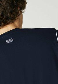 Lacoste - T-shirt print - navy blau/weiß - 2