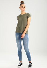 Vero Moda - VMAVA PLAIN - T-shirt basic - kalamata - 1