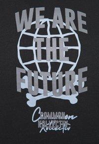 Common Kollectiv - FUTURE HOOD UNISEX  - Sweatshirt - black - 7