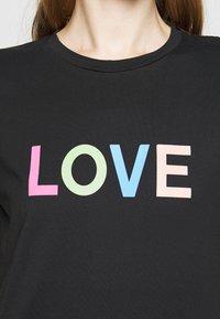 CHINTI & PARKER - LOVE  - Printtipaita - black/multi-coloured - 5