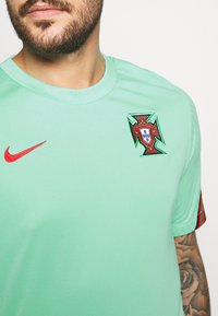 Nike Performance - PORTUGAL - Klubtrøjer - mint/sport red - 5