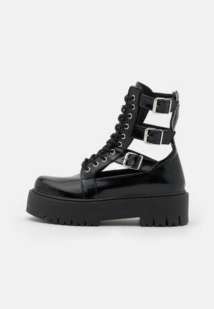 BABE CUT OUT BUCKLE BOOT - Šněrovací kotníkové boty - black