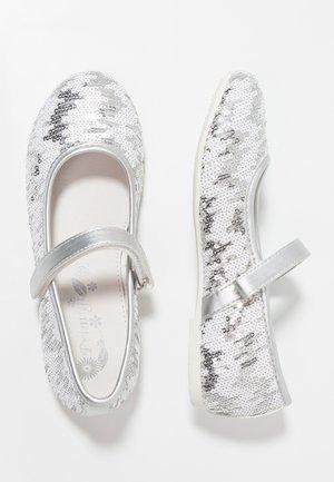 Bailarinas con hebilla - argento/bianco
