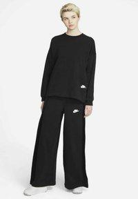 Nike Sportswear - CREW EARTH DAY - Sweatshirt - black/white - 1