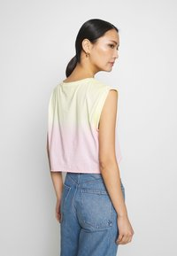 Guess - SUNRISE TEE - Topper - pink - 2
