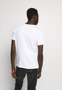 YOURTURN - T-shirt - bas - white - 2