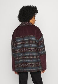 BDG Urban Outfitters - DYLAN DONKEY TAPESTRY JACKET - Summer jacket - burgundy - 2