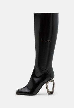 CARABINER UNDERKNEE BOOT  - Klassiska stövlar - all black