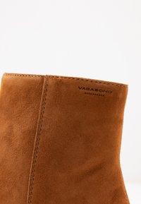 Vagabond - OLIVIA - Classic ankle boots - caramel - 2