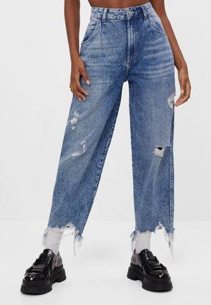 MIT AUSGEFRANSTEM SAUM  - Jeansy Straight Leg - blue