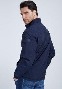 Guess - Summer jacket - blau - 2