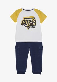 Guess - PANTS BABY SET - Trousers - true white - 3