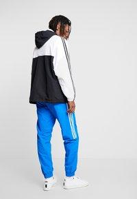 adidas Originals - OUTLINE ZIP - Windbreaker - black/white - 2