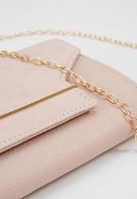 Dorothy Perkins - BAR  - Clutch - blush - 6