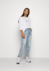 Tommy Jeans - ESSENTIAL LOGO - Sweatshirt - white - 1