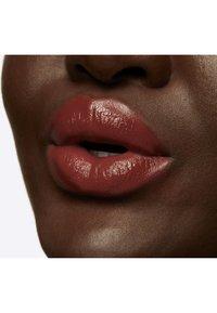 MAC - LOVE ME LIQUID LIPCOLOUR - Liquid lipstick - coffee & cigs - 5