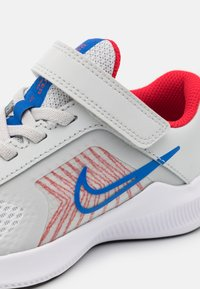 Nike Performance - DOWNSHIFTER 11 UNISEX - Neutral running shoes - photon dust/game royal/university red/white - 5