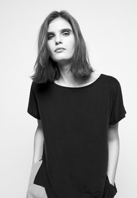 DRYKORN - KIMANA - Basic T-shirt - schwarz - 4