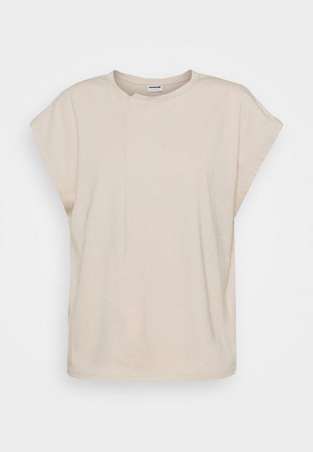 NMDAPHNI - T-shirt med print - chateau gray