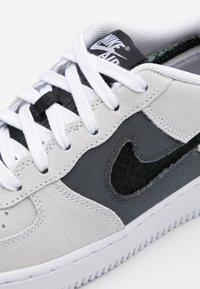 Nike Sportswear - AIR FORCE LV8 FRESH AIR - Trainers - white/off noir/iron grey - 5