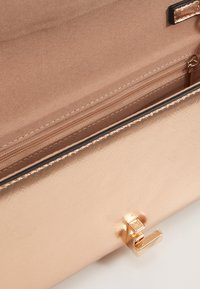 Dorothy Perkins - CURVE LOCK  - Pochette - rose gold-coloured - 3