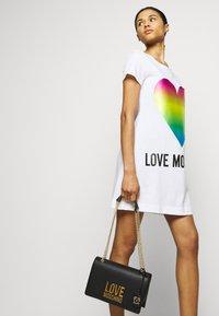 Love Moschino - Vestido ligero - optical white - 3
