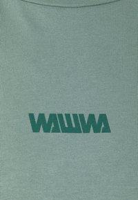 WAWWA - BASIC LOGO UNISEX - T-shirt z nadrukiem - green - 2
