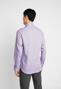 Seidensticker - SLIM FIT - Košile - purple - 2