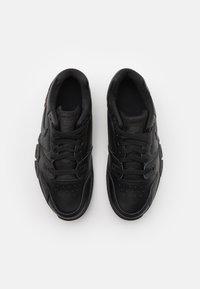 Nike Sportswear - CROSS TRAINER - Sneakers basse - black/off noir - 3